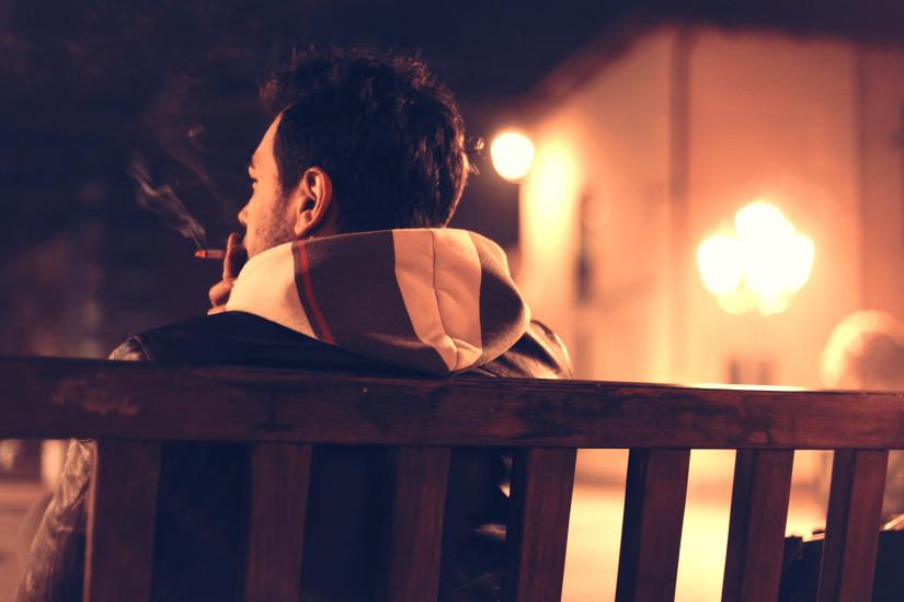 bench-cigarette-man-1461-825x550
